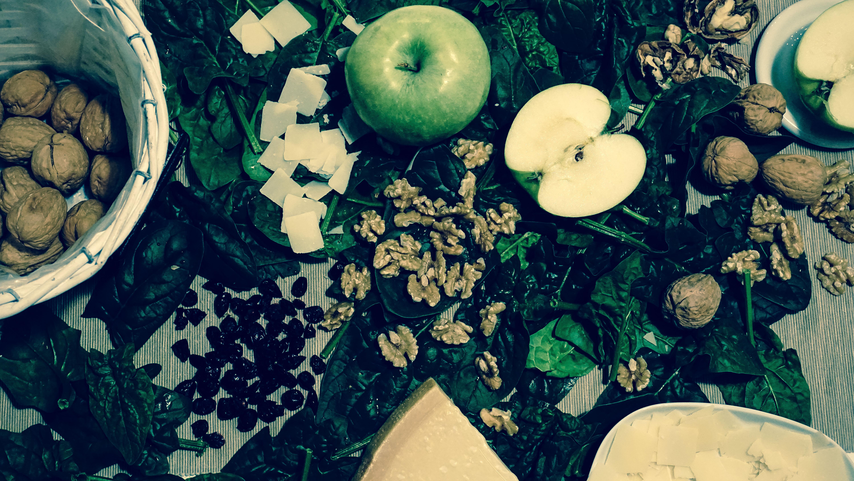 insalata spinaci noci mela mangio positivo