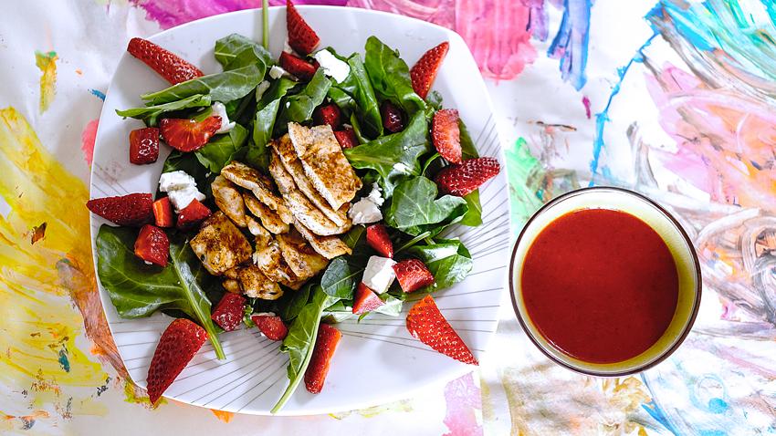 insalata-pollo-fragole-spinaci