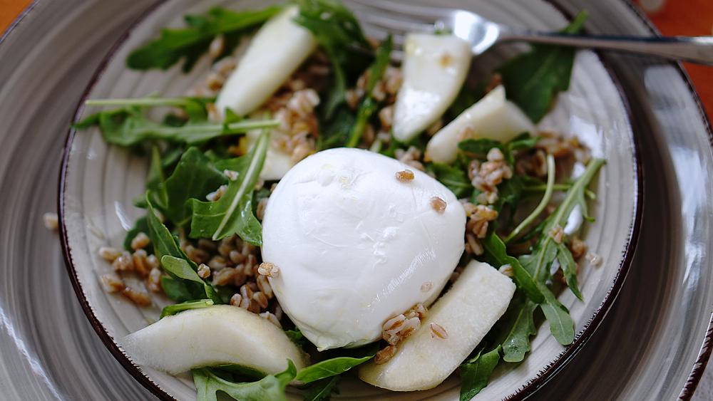 mozzarella-pera-farro-rucola-insalata