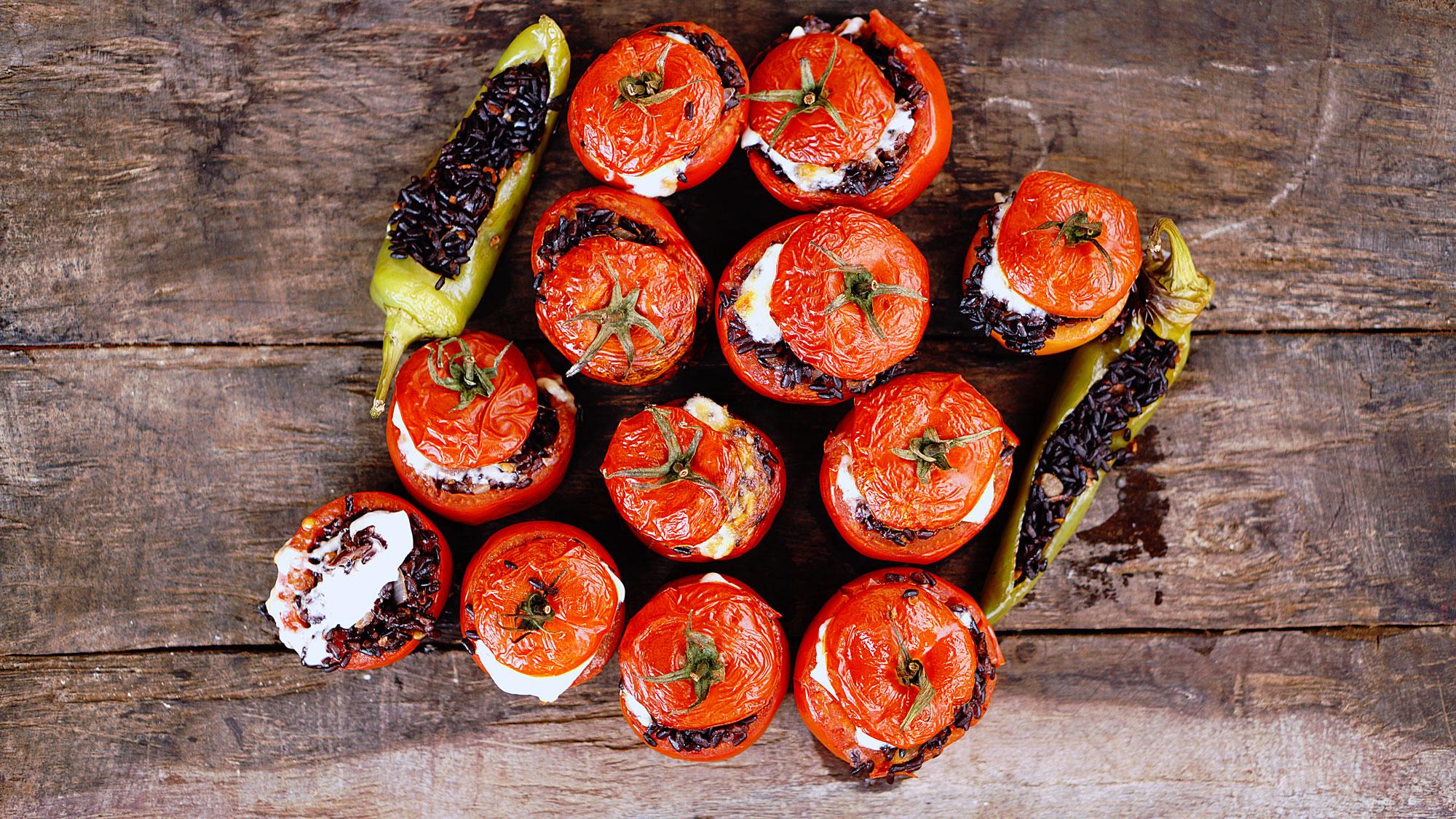 pomodori-ripieni-riso-nero-peperoni