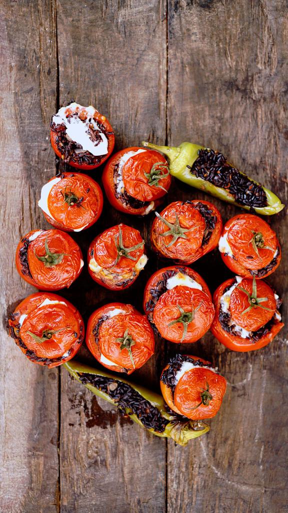 tavola-pomodori-peperoni-ripieni